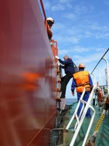 Прием лоцмана в морском порту Калининград