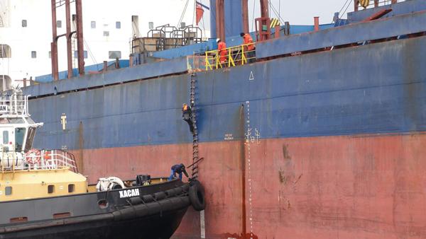 Высадка лоцмана с борта судна